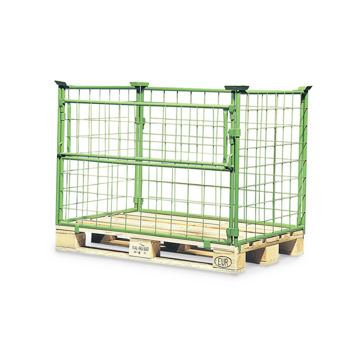 Grüner Gitteraufsatzrahmen mit Klappe auf einer Europalette